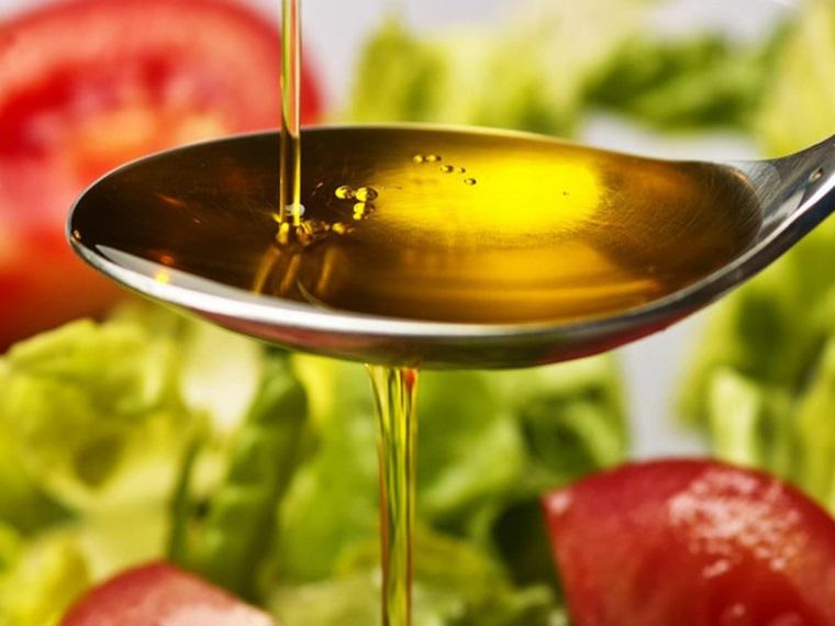 Kết quả hình ảnh cho cách kiểm tra nhận biết chất lượng dầu ăn qua màu sắc
