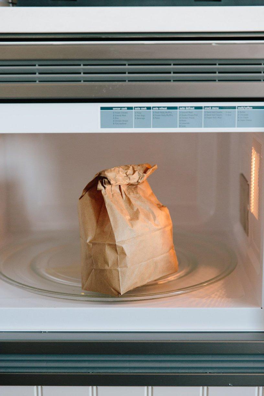 Kết quả hình ảnh cho nổ popcorn bằng lò vi sóng