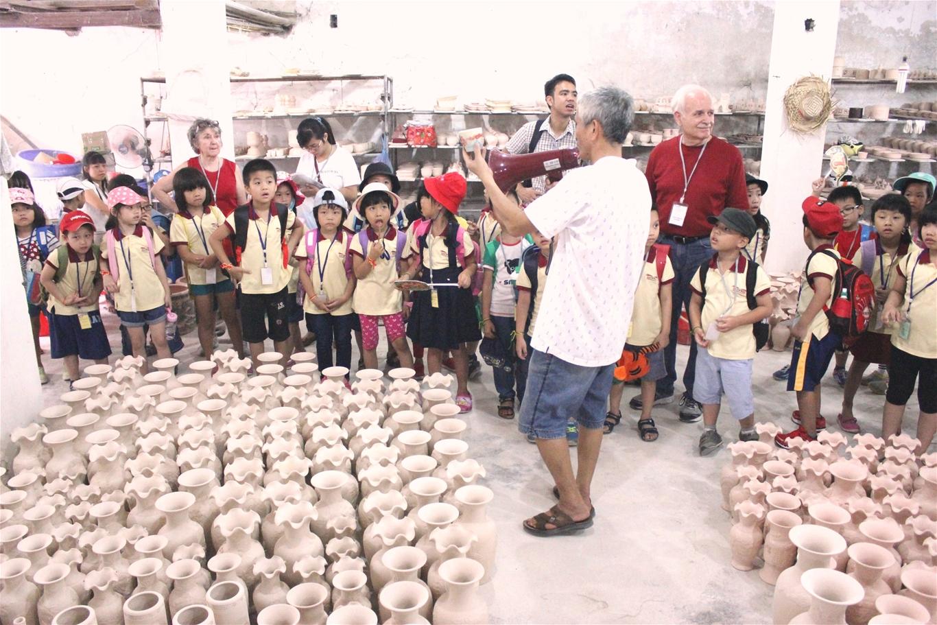 Kết quả hình ảnh cho các bé Tham quan làng nghề